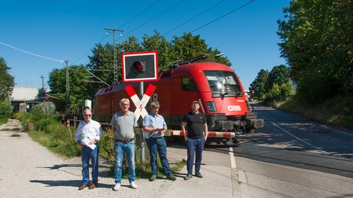 Trudering: Im Gespräch über die Daglfinger Kurve: SPD-Stadtrat Andreas Schuster mit den Anwohnern Thomas Ehlert, Peter Grotz und Stephan Rehme (v. rechts).