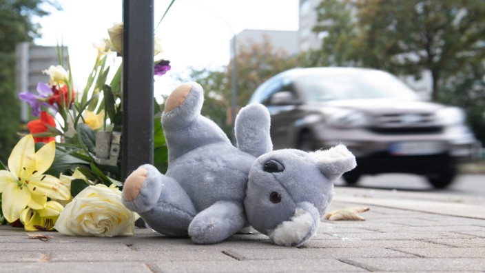 Dresden 2020: Hier starb bei einem Unfall ein sechsjähriger Junge. Getötet wurde er von einem Raser, der sich mit einem anderen Fahrer ein illegales Autorennen lieferte.