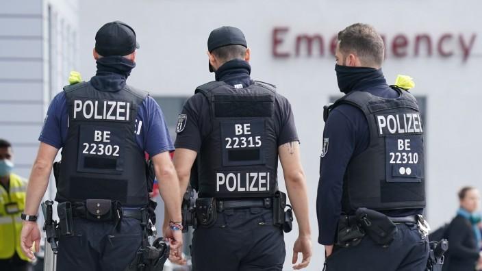 Alexei Navalny: Polizei vor der Charité in Berlin