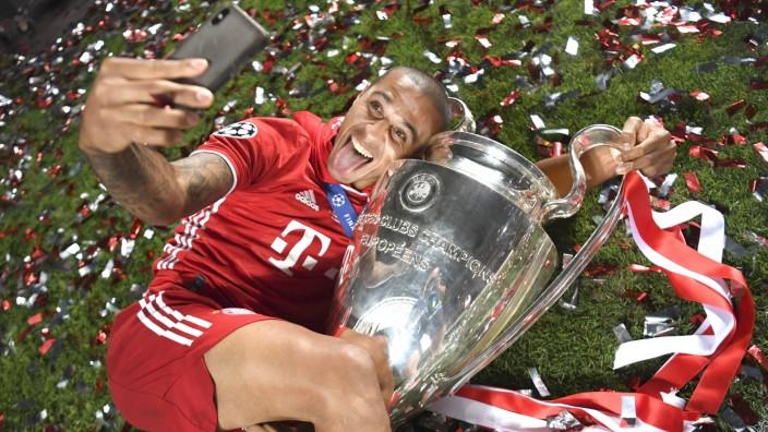 FC Bayern: Thiago nach dem Gewinn der Champions League 2020 in Lissabon
