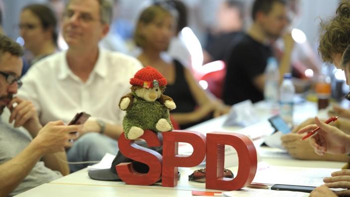 Bundestagswahl 2021: Eng auf eng: So wie 2019 Mitglieder der SPD in München zusammensaßen, um ihre Kandidaten für die Kommunalwahl zu bestimmen, ist das in Corona-Zeiten nicht mehr möglich.