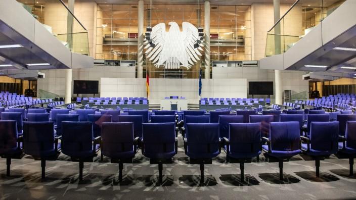 Der Plenarsaal, in dem neben dem Deutschen Bundestag auch die Bundesversammlung tagt, ist der größte Versammlungssaal i
