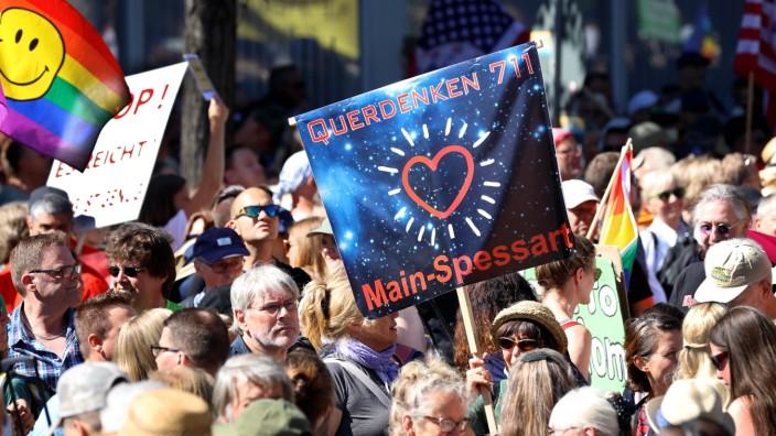 Tausende Menschen gingen Anfang August in Berlin aus Protest gegen die Corona-Einschränkungen auf die Straße