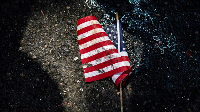 US-Flagge im Dreck
