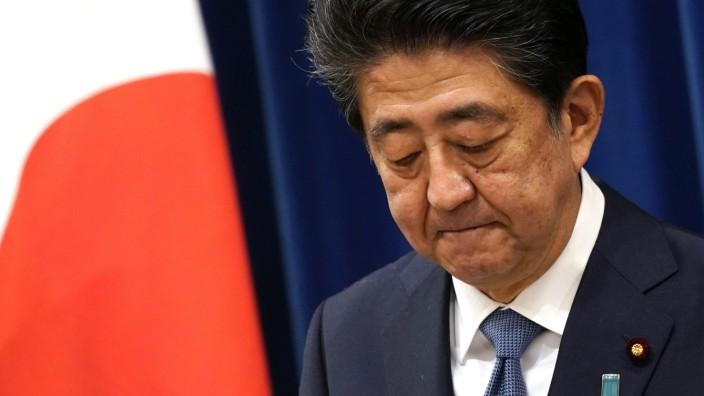 Japan: Shinzo Abe während einer Pressekonferenz