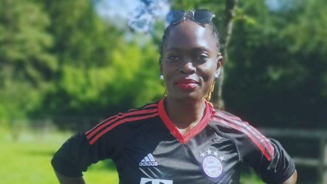Flüchtlingsherbst in München: Der FC Bayern ist Dorcas Nabukenyas Lieblingsmannschaft, seitdem sie von der Bayernkaserne ein Ticket für ein Spiel in der Arena bekommen hat.