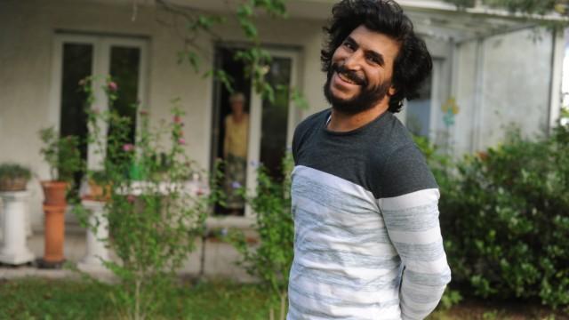 Flüchtlingsherbst in München: Als 17-Jähriger wurde Ahmad Abbas 2012 schwer verletzt aus Syrien nach München gebracht, nun arbeitet er hier als medizinischer Fachangestellter.