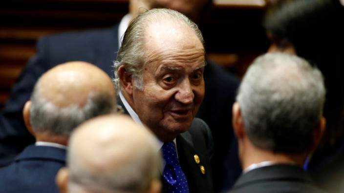 FILE PHOTO: Spain's former King Juan Carlos talks with guests before the inauguration of Peru's President-elect Pedro Pablo Kuczynski in Lima