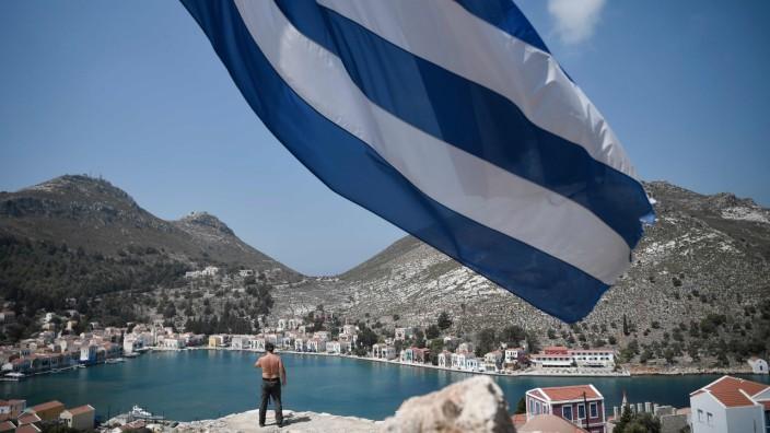 Konflikt zwischen Griechenland und der Türkei: Kleines Stück Land, große Aufregung: Auch die nur zwei Kilometer vor der türkischen Küste bei Kaş gelegene Insel Kastellorizo ist zu einem exemplarischen Streitfall des gesamten Konflikts geworden.