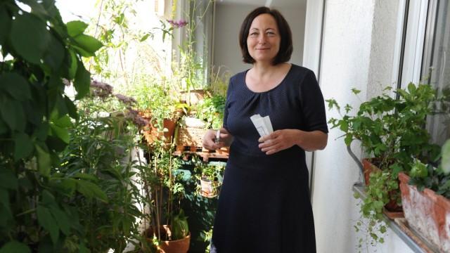 SZ-Serie: München natürlich: Katharina Heuberger pflanzt auf ihrem Balkon ein Stück heimische Natur an.