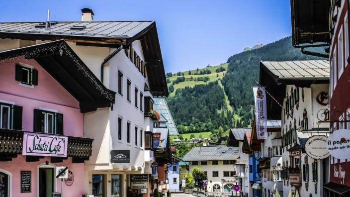 Austrian village of Kitzbuehel in the Tyrol Austria Europe PUBLICATIONxINxGERxSUIxAUTxHUNxONLY 333