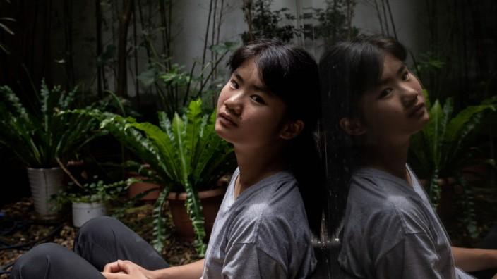 """Klimaschutz: Vor gut einem Jahr demonstrierte Ou Hongyi zum ersten Mal in Guilin. Sie will, dass """"Fridays for Future"""" endlich auch in China bekannt wird. Sehr weit ist sie da noch nicht gekommen."""