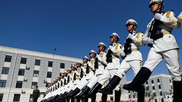 China: Truppen bei einer Parade in Peking 2019