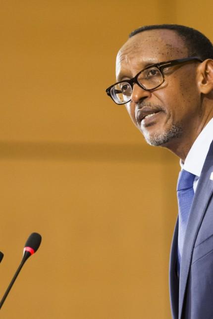 Ruanda: Ruandas Präsident Paul Kagame war früher mal stolz auf Paul Rusesabagina, der während des Genozids sehr vielen Menschen das Leben rettete. Nun ließ er ihn wegen Terrorismus verhaften.