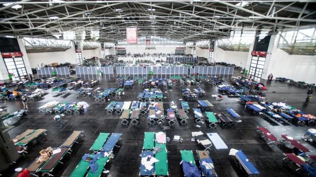 Notunterkunft für Flüchtlinge in der Messe in München, 2015