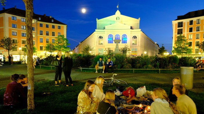 Vor Gericht: Das stadtweite Alkoholverbot in München ist gekippt - ob man aber künftig nachts auf dem Gärtnerplatz gemeinsam trinken darf? Unwahrscheinlich, denn für einzelne Hotspots darf die Stadt ihre Regeln umsetzen.