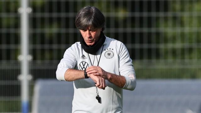 Nationalmannschaft: DFB-Bundestrainer Jogi Löw beim Training