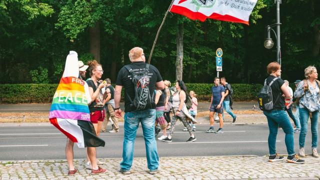Querdenker Demonstration in Berlin im August 2020 an der Berliner Siegessäule Demonstration Querdenker Berlin *** Later