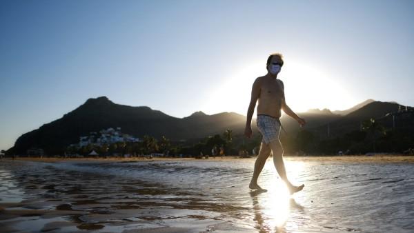 Kanaren: Ein Tourist auf Teneriffa