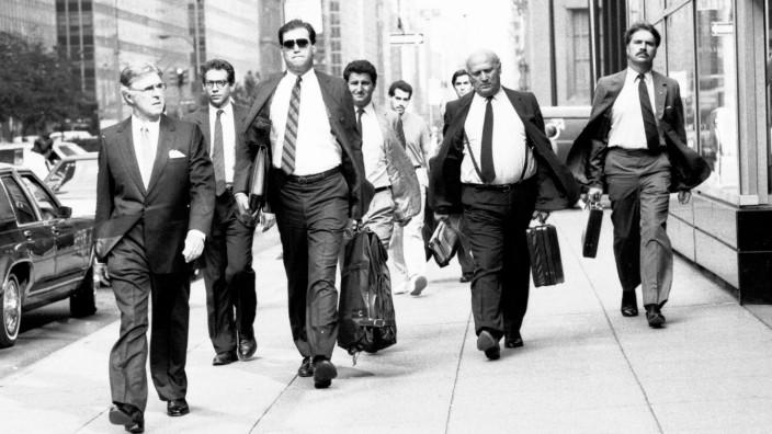 Lets go to work - Manager auf dem Bürgersteig