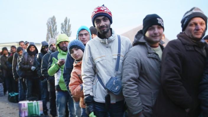 Flüchtlinge - Wie viele kamen, wer durfte bleiben? - Politik - SZ.de
