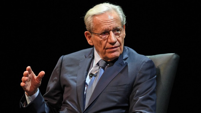 CORAL SPRINGS FL OCTOBER 15 Bob Woodward speaks during an evening with Bob Woodward discussing hi