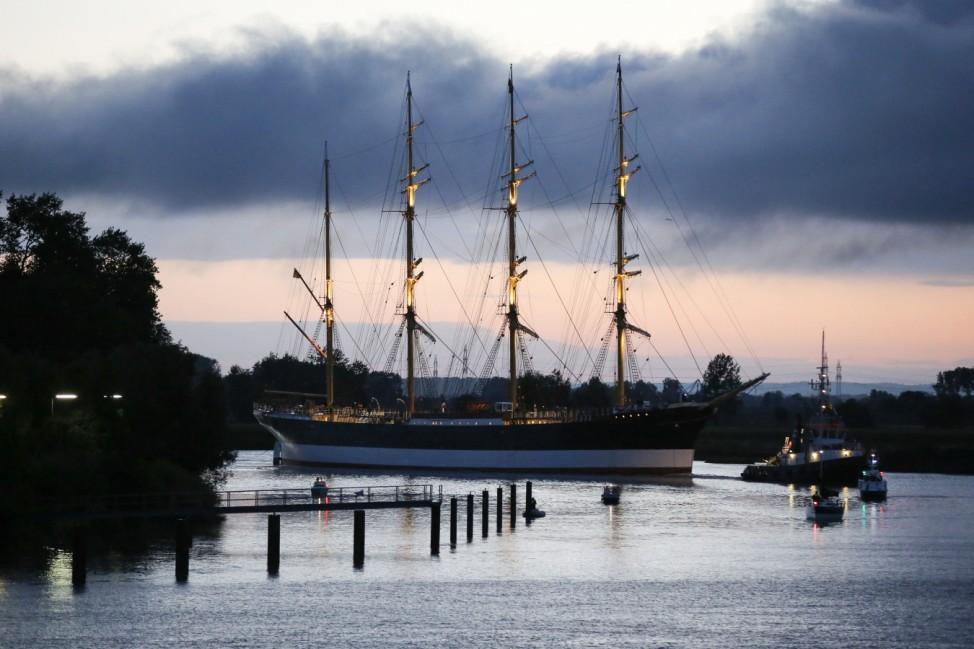 Viermastbark 'Peking' wird nach Hamburg überführt