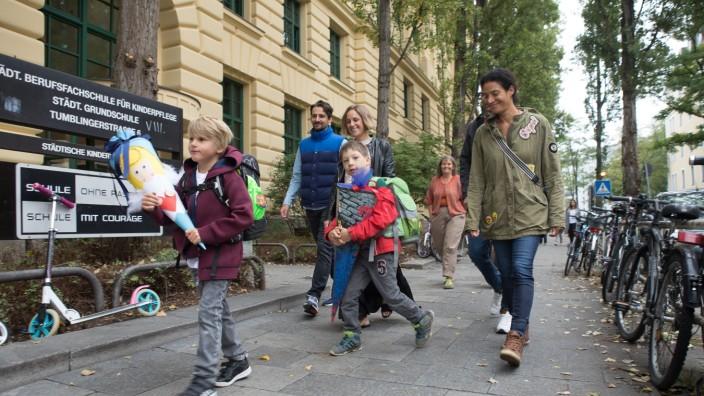 Erster Schultag für Erstklässler an der Grundschule Tumblinger Straße 6