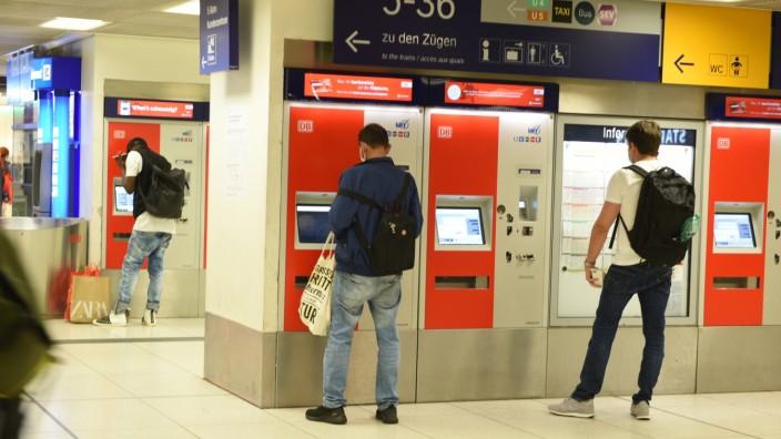 Corona-Schutzmaßnahmen am Hauptbahnhof in München, 2020