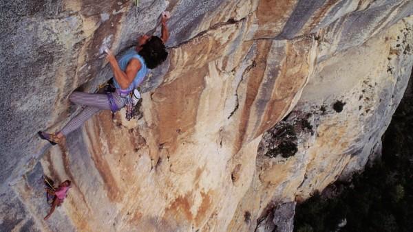 Die französische Bergsteigerin Catherine Destivelle im Nationalpark Luberon