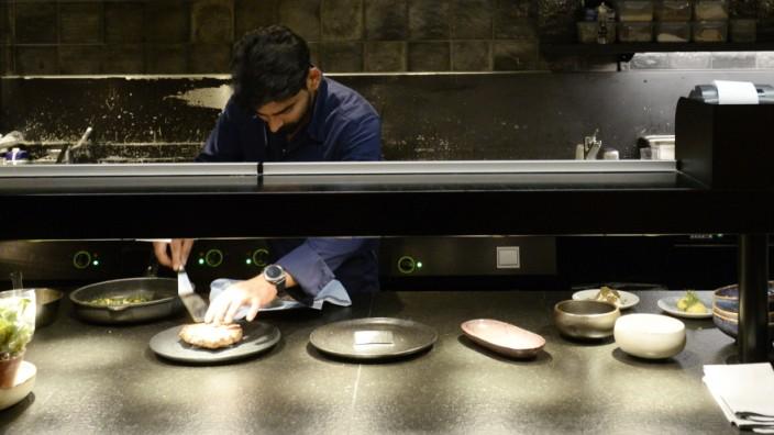 MoNa: Einen eigenwilligen Kosmos manchmal sogar kühnen Geschmacks bietet die Küche des MoNa neben dem Gasteig.