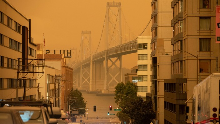 Smoke from California wildfires darkens the sky in San Francisco