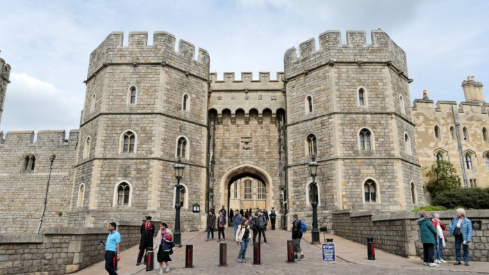 Tourists walk out of the main gates of Windsor castle after the news of the Duke and Duchess of Suss