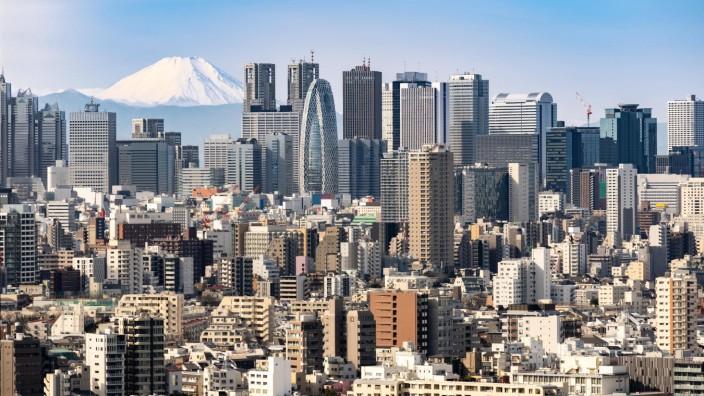 Tokyo skyline and Mountain fuji in Japan PUBLICATIONxINxGERxSUIxAUTxONLY Copyright xvichie81x Pan