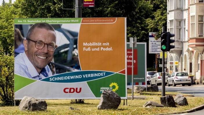 Ein Wahlplakat für die Kommunalwahl 2020 in NRW steht an einer Straße in Wuppertal. Am 13. September 2020 werden in Nor