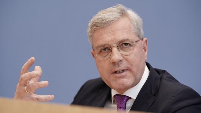 Röttgen für sofortige Aufnahme Tausender Migranten in Deutschland