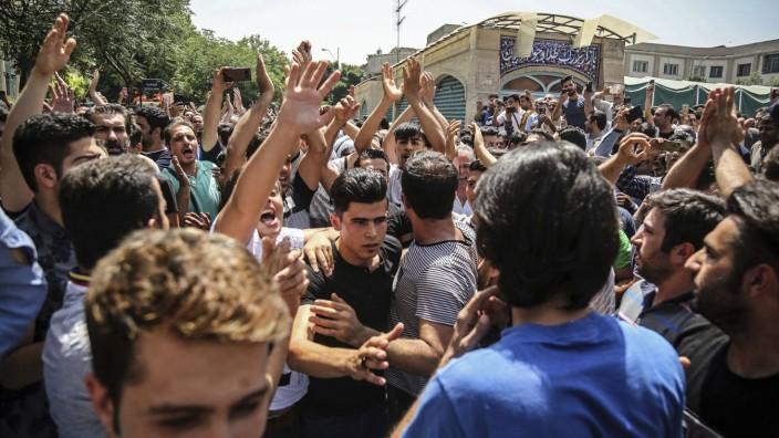 Todesurteil vollstreckt: Im Juni 2018 fanden landesweite Proteste in Iran statt. Dieses Foto zeigt eine Gruppe in Teheran.