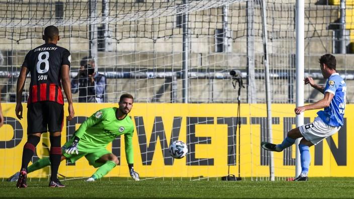 12.09.2020, xkvx, Fussball DFB Pokal 1.Runde, TSV 1860 Muenchen - Eintracht Frankfurt emspor, v.l. Goal scored, Tor zum