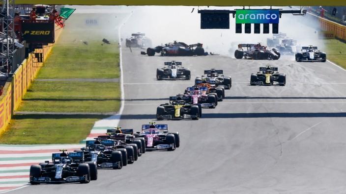 Motorsports: FIA Formula One World Championship, WM, Weltmeisterschaft 2020, Grand Prix of Tuscany, Crash at the restar