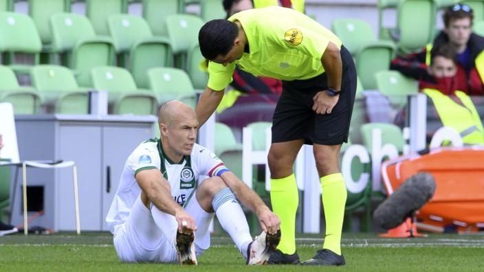 GRONINGEN - Arjen Robben of Groningen is injured in the first half during the Dutch Eredivisie match between FC Groning