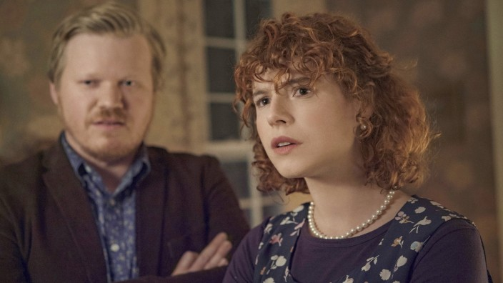 This image released by Netflix shows Jesse Plemons, left, and Jessie Buckley in a scene from 'I'm Thinking of Ending Things.' (Mary Cybulski/Netflix via AP)