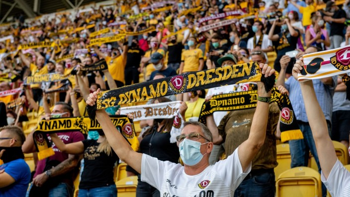 Dynamo Dresden v Hamburger SV - DFB Cup: First Round