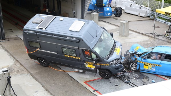 Wohnmobil-Crash PKW ADAC