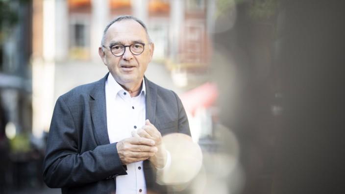 Norbert Walter-Borjans, Bundesvorsitzender der SPD, aufgenommen im Rahmen der Pressereise durch das Ruhrgebiet in Neuss