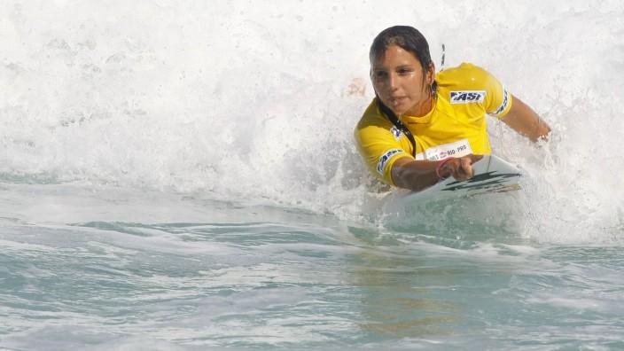 Maya Gabeira - Billabong Pro Surf, Praia da Barra. Rio de Janeiro/RJ, Brasil - 12/05/2011. x(55)xWagnerxMeierx/xFotoare