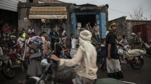 Arbeitsmigranten in Saudi-Arabien: Auf ihrem Weg nach Saudi-Arabien kommen viele Äthiopier durch Jemen, wo Bürgerkrieg herrscht. In ihren Zielländern finden die Migranten zwar Arbeit, werden aber oft misshandelt und ausgebeutet.