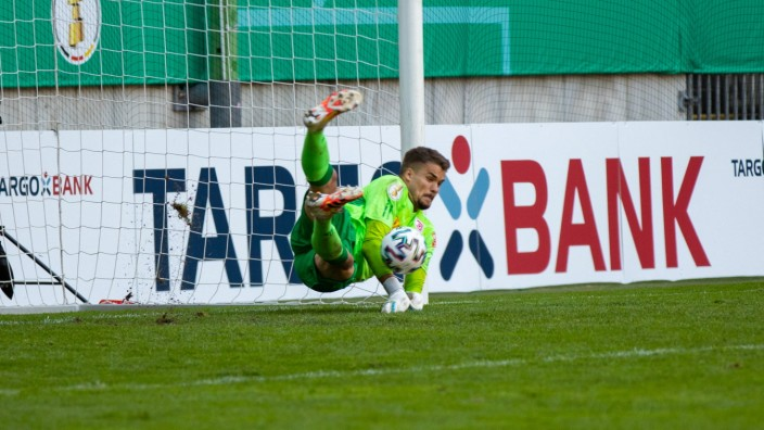 13.09.2020, Fussball, GER, DFB Pokal, 2020/2021, 1. Runde, 1. FC Kaiserslautern - SSV Jahn Regensburg Alexander Meyer p