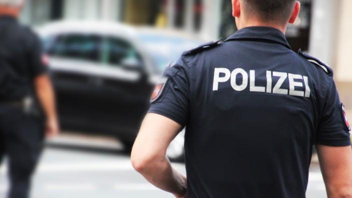 Symbolbilder / Themenbilder: Polizei, Rettungsdienst, Feuerwehr Polizei, Schusswaffe, Pistole, Waffe, Blaulicht, Einsatz