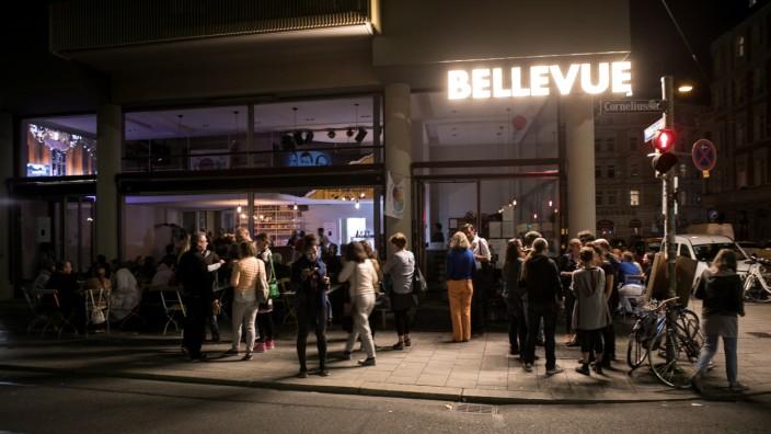 """Cafe der Sozialgenossenschaft """"Bellevue di Monaco"""" in München, 2019"""