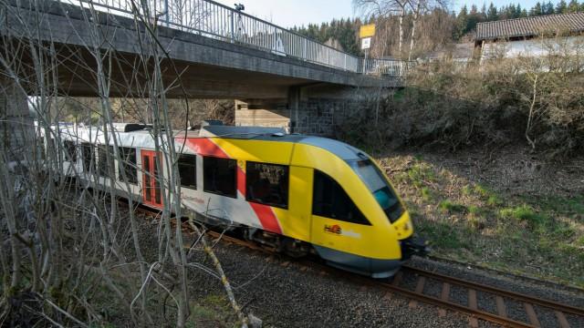 Gullydeckel-Attacke auf Zug - Prozessbeginn